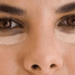 Como cubrir las ojeras y los ojos hinchados usando maquillaje