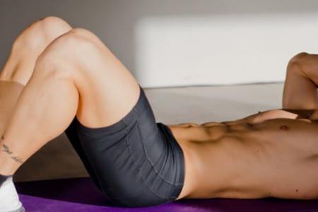 Como apretar los músculos del abdomen