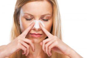 Como quitarse los puntos negros o las espinillas del rostro de forma segura