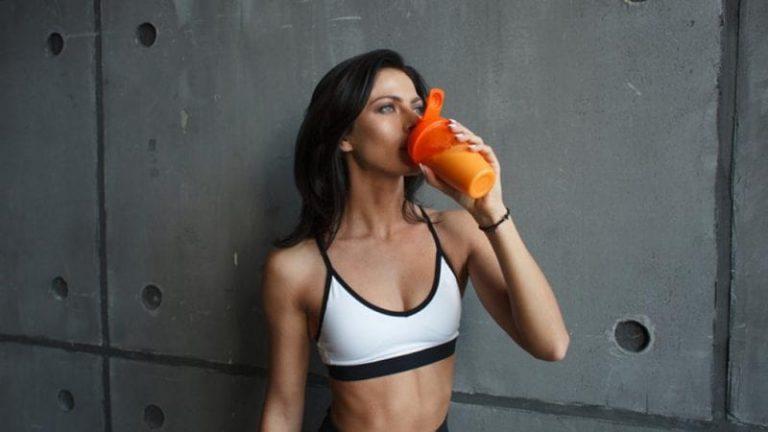 Que efectos secundarios tienen los batidos de proteínas